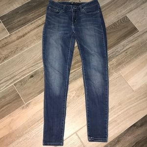 Great pair of Levi's 535 Legging Jean  sz 9